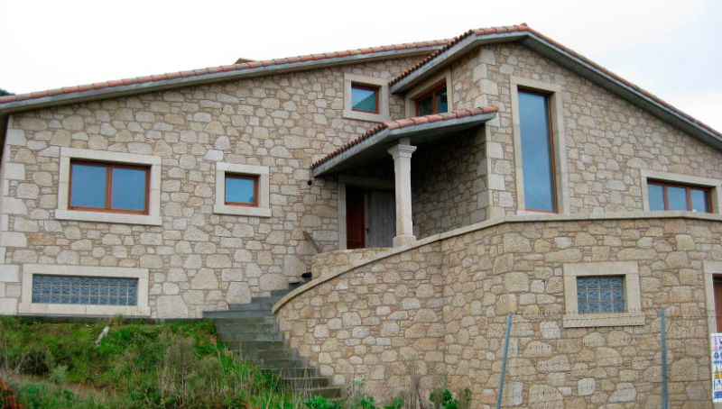 Exterior cladding with natural stone